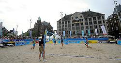 06-06-2010 VOLLEYBAL: JIBA GRAND SLAM BEACHVOLLEYBAL: AMSTERDAM<br /> In een koninklijke ambiance streden de nationale top, zowel de dames als de heren, om de eerste Grand Slam titel van het seizoen bij de Jiba Eredivisie Beach Volleyball - Reinder Nummerdor / Richard Schuil vs. Robert Meeuwsen / Christiaan Varenhorst<br /> ©2010-WWW.FOTOHOOGENDOORN.NL
