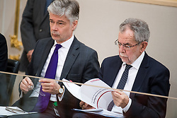 21.03.2018, Hofburg, Wien, AUT, Parlament, Sitzung des Nationalrates mit Budgetrede des Finanzministers für das Doppelbudget 2018 und 2019, im Bild Parlamentsdirektor Harald Dossi und Bundespräsident Alexander Van der Bellen // Director of the Parliament Harald Dossi and federal president of Austria Alexander Van der Bellen during meeting of the National Council of austria with the presentation of the Austrian government budget for 2018 and 2019 at Hofburg palace in Vienna, Austria on 2018/03/21, EXPA Pictures © 2018, PhotoCredit: EXPA/ Michael Gruber