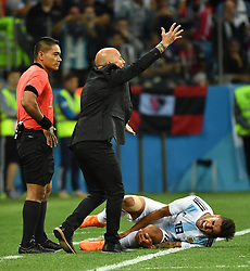 NIZHNY NOVGOROD, June 21, 2018  Argentina's head coach Jorge Sampaoli (C) reacts during the 2018 FIFA World Cup Group D match between Argentina and Croatia in Nizhny Novgorod, Russia, June 21, 2018. (Credit Image: © Li Ga/Xinhua via ZUMA Wire)