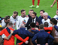 Football - UEFA 2021 European Championship Final - Semi-final - Denmark vs England - Wembley Stadium<br /> <br /> Manager Gareth Southgate of England talks to his players before extra time<br /> <br /> Credit : COLORSPORT / Andrew Cowie