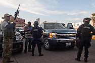 L'autodifesa pattuglia le entrate alla città de Los Reyes. Una chiamata anonima denuncia un possibile intervento dei templari con l'intenzione di lanciare granate durante il discorso di Beltran.