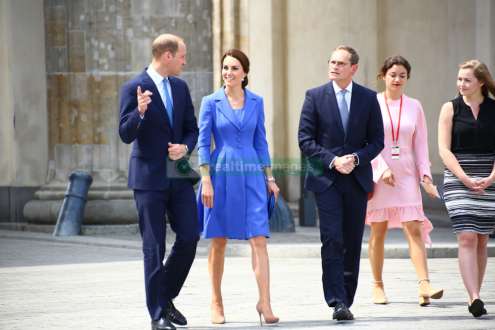 July 19, 2017 - Berlin, Germany - Prince William, Duke of Cambridge and Catherine, Duchess of Cambridge take a walk through at Brandenburg Gate during visit to Germany. (Credit Image: © Madeleine Ratz/Pacific Press via ZUMA Wire)