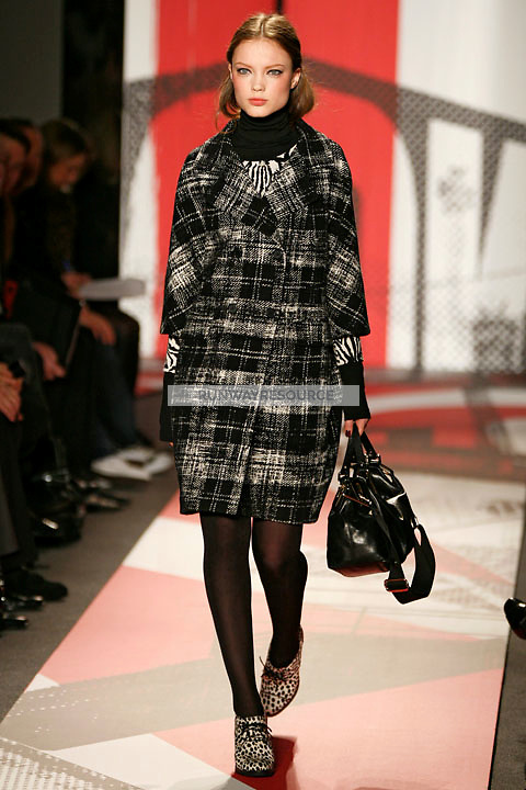 Naty Chabanenko wearing the DKNY Fall 2009 Collection