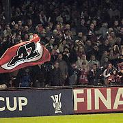 NLD/Alkmaar/20051124 - Voetbal, AZ - Middlesborough, fans, publiek met AZ vlag