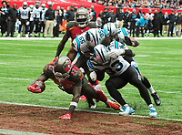 American Football - 2019 NFL Season (NFL International Series, London Games) - Tampa Bay Buccaneers vs. Carolina Panthers<br /> <br /> Ronald Jones 11 dives over for his touch down for Tampa Bay Buccaneers, at Tottenham Hotspur Stadium.<br /> <br /> COLORSPORT/ANDREW COWIE