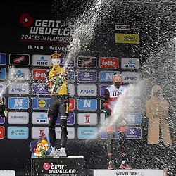 28-03-2021: Wielrennen: Gent-Wevelgem: Wevelgem  <br />Gent-Wevelgem 2021 is gewonnen door Wout van Aert. De kopman van Jumbo-Visma was na bijna 250 kilometer koers als eerste aan de finish in Wevelgem. Hij won de sprint van een kopgroep van zeven
