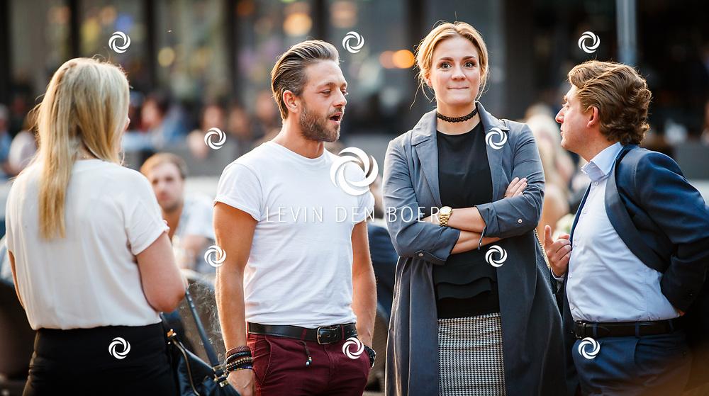 AMSTERDAM - Tommie Christiaan met Michelle Splietelhof voorafgaand aan de rode loper bij premiere van The Hitman's Bodyguard. De film met Ryan Reynolds en Samuel L. Jackson speelt zich gedeeltelijk af in Amsterdam. FOTO LEVIN & PAULA PHOTOGRAPHY VOF