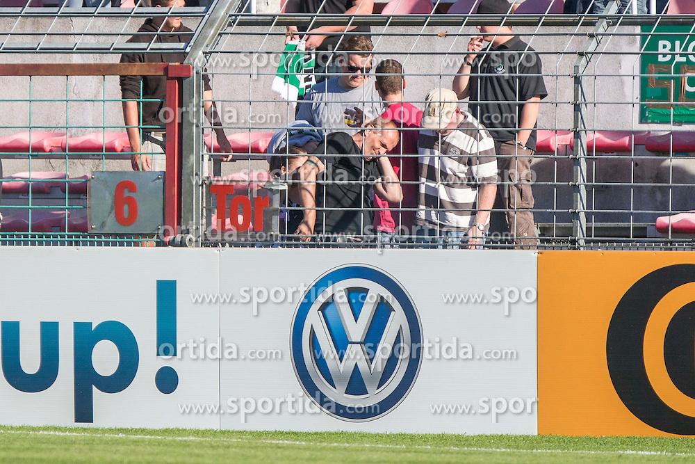 09.08.2015, Stadion Lohmühle, Luebeck, GER, DFB Pokal, VfB Luebeck vs SC Paderborn 07, 1. Runde, im Bild Nach einem Knall unter der alten Holze h?lt sich ein Zuschauer das Ohr // during German DFB Pokal first round match between VfB Luebeck vs SC Paderborn 07 at the Stadion Lohmühle in Luebeck, Germany on 2015/08/09. EXPA Pictures © 2015, PhotoCredit: EXPA/ Eibner-Pressefoto/ KOENIG<br /> <br /> *****ATTENTION - OUT of GER*****