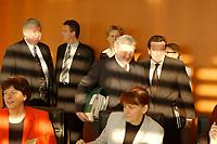 16 JAN 2002, BERLIN/GERMANY:<br /> Gerhard Schroeder (R), SPD, Bundeskanzler, Frank-Walter Steinmeier (M), SPD, Chef des Bundeskanzleramtes, und Bodo Hombach (L), Sonderkoordinator des Stabilitaetspaktes a.D., auf dem Weg zu ihren Plaetzen, vor Beginn der Kabinettsitzung, Bundeskanzleramt<br /> IMAGE: 20020116-01-013<br /> KEYWORDS: Kabinett, Sitzung, Gerhard Schröder