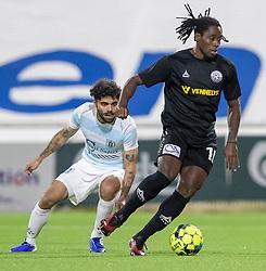 Tiémoko Konaté (Vendsyssel FF) følges af Daniel Norouzi (FC Helsingør) under kampen i 1. Division mellem FC Helsingør og Vendsyssel FF den 18. september 2020 på Helsingør Stadion (Foto: Claus Birch).