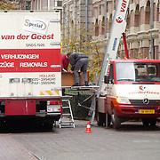 Verhuiswagen bij paleis Noordeinde boven de stallen Den Haag