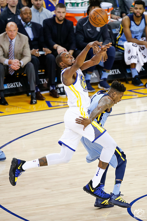 Golden State Warriors forward Kevin Durant (35) is fouled by the Memphis Grizzlies during a fast break at Oracle Arena in Oakland, Calif., on December 20, 2017. (Stan Olszewski/Special to S.F. Examiner)