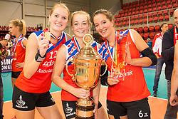20151011 NED: Supercup VC Sneek - Sliedrecht Sport,  Doetinchem<br /> VC Sneek verslaat Sliedrecht Sport met 3-2 en pakt de eerste prijs van het seizoen / Roos van Wijnen, Monique Volkers, Simone Linstra #6