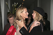 India Hicks and Sabrina Guinness, India Hicks And Crabtree & Evelyn launch new skincare range. : Hempel Hotel, 31-35 Craven Hill Gardens, London, W2, 22 November 2006. ONE TIME USE ONLY - DO NOT ARCHIVE  © Copyright Photograph by Dafydd Jones 66 Stockwell Park Rd. London SW9 0DA Tel 020 7733 0108 www.dafjones.com