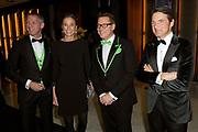 Prins Maurits en prinses Marilene samen met Albert Verlinde en zijn man Onno Hoes