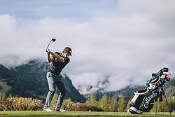 THEMENBILD - ein Freizeitgolfer auf der Anlage. Golfplätze dürfen ab heute nach dem Lock Down wieder öffnen, aufgenommen am 01. Mai 2020 in Zell am See, Oesterreich // a Amateur golfer on the course. Golf courses are allowed to reopen after the lock down in Zell am See, Austria on 2020/05/01. EXPA Pictures © 2020, PhotoCredit: EXPA/ JFK