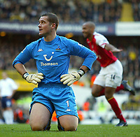 13/11/2004 - FA Barclays Premiership - Tottenham Hotspur v Arsenal - White Hart Lane<br /> Tottenham's dejected Paul Robinson knees on the grass as Arsenal's Thierry Henry celebrates in the background<br /> Photo:Jed Leicester/Back page images<br /> NORWAY ONLY