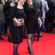 NLD/Amsterdam/20140422 - Premiere The Amazing Spiderman 2, Agnes moeder Andy van der Meyde en schoonmoeder van Melisa Schaufeli