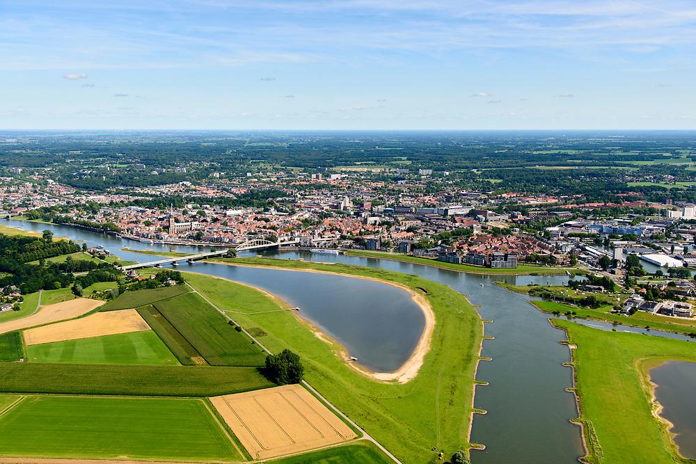 Nederland, Gelderland / Overijssel, Deventer, 17-07-2017; IJssel met uiterwaarden ter hoogte van autosnelweg A1. Om het IJsselwater bij hoogwater sneller af te voeren zijn bij Deventer de uitwaarden vergraven en is de Bolwerksplas (links) weer 'aangesloten' op de rivier.<br /> IJssel with floodplains at the A1 motorway. In order to facilitate the flood of water from river IJssel at high waters, floodplains have been has excavated and the Bolwerksplas (left) is again connected to the river.<br /> luchtfoto (toeslag op standard tarieven);<br /> aerial photo (additional fee required);<br /> copyright foto/photo Siebe Swart