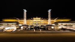 THEMENBILD - Christkindlmarkt vor dem Schloss Schoenbrunn aufgenommen am 15.12.2017, Wien, Oesterreich // A christmas market at the 'Schoenbrunn Palace', Vienna, Austria on 2017/12/15. EXPA Pictures © 2017, PhotoCredit: EXPA/ Florian Schroetter
