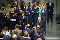 DEU, Deutschland, Germany, Berlin, 24.07.2019: Sondersitzung des Bundestags im Paul-Löbe-Haus anlässlich der Vereidigung der Bundesverteidigungsministerin Annegret Kramp-Karrenbauer (CDU). Rechts Bundestagspräsident Wolfgang Schäuble (CDU).