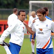 NLD/Rijnsburg/20060830 - Training Nederlands Elftal, warming up, Denny Landzaat en Joris Mathijsen