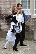 Doop Eliane van Vollenhoven<br /> Op zondagmiddag 28 maart is Eliane Sophia Carolina van Vollenhoven, dochter van Hunne Hoogheden Prins Floris en Prinses Aimée van Oranje-Nassau, van Vollenhoven in besloten kring gedoopt in de kapel van Paleis Het Loo Nationaal Museum in Apeldoorn.<br /> Dr. A. van der Meiden, theoloog en oud-hoogleraar communicatiewetenschappen, is voorgegaan in de doopdienst, die werd gehouden onder verantwoordelijkheid van de Nederlandse Protestanten Bond te Apeldoorn. /////<br /> <br /> Baptism Eliane van Vollenhoven<br /> On Sunday March 28th is Eliane Sophie Caroline van Vollenhoven, daughter of Their Highnesses Prince Floris and Princess Aimée of Orange-Nassau, van Vollenhoven privately baptized in the chapel of Palace Het Loo National Museum in Apeldoorn.<br /> Dr. A. van der Meiden, theologian and former professor of communication studies, has gone into the baptismal service, which was held under the responsibility of the Dutch Protestants Bond in Apeldoorn.<br /> <br /> Op de foto / On the Photo:<br /> <br />  Princess Mabel and their daughters Countess Luana and Countess Zaria