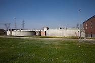 Nosedo, Milano : Impianto di depurazione delle acque reflue. Nosedo Waste Water Treatment plant. Nella i silos per l'ispessimento.
