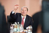 20 AUG 2008, BERLIN/GERMANY:<br /> Olaf Scholz, SPD, Bundesarbeitsminister, im Gespräch, vor Beginn einer Kabinettsitzung, Kabinettsaal, Bundeskanzleramt<br /> IMAGE: 20080820-01-030<br /> KEYWORDS: Kabinett, Sitzung