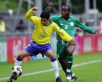 Fotball <br /> FIFA World Youth Championships 2005<br /> Emmen<br /> Nederland / Holland<br /> 12.06.2005<br /> Foto: Morten Olsen, Digitalsport<br /> <br /> Brasil v Nigeria 0-0<br /> <br /> Evandro - Brasil<br /> Kennedy Chinwo - Nigeria