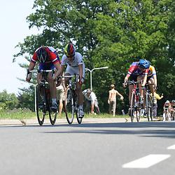 Sportfoto archief 2000-2005<br />2005 <br /> NK junior vrouwen Ootmarsum Marianne Vos klopt Ellen van Dijk