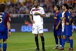 03-03-2007 VOETBAL: SEVILLA FC - BARCELONA: SEVILLA  <br /> Sevilla wint de topper met Barcelona met 2-1 / Frederic Kanoute en Giovanni van Bronckhorst<br /> ©2006-WWW.FOTOHOOGENDOORN.NL