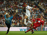 Fotball<br /> Kvalifisering til UEFA Champions League<br /> 25.08.2004<br /> Foto: SBI/Digitalsport<br /> NORWAY ONLY<br /> <br /> Real Madrid v Wisla Krakow<br /> <br /> Real Madrid's Ronaldo has this spectacular effort saved