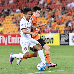 BRISBANE, AUSTRALIA - FEBRUARY 21: Chanathip Songkrasin of Muangthong United and Joe Caletti of the Roar compete for the ball during the Asian Champions League Group Stage match between the Brisbane Roar and Muangthong United FC at Suncorp Stadium on February 21, 2017 in Brisbane, Australia. (Photo by Patrick Kearney/Brisbane Roar)