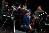 Bilder fra konserten på Giskeamfiet under oppvarmingen til Sommerfesten 2012. Therese Aune, Jenny Langlo og Stein Torleif Bjella hadde konsert onsdag kveld.<br /> Foto: Svein Ove Ekornesvåg