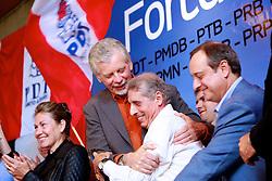 José Fortunati é abraçado por José Fogaça durante ato político pró-reeleição e confirmação da adesão à aliança com os partidos da coligação – PDT, PMDB, PTB, PPS, PRB, PMN, PTdoB, PRP e PRTB, na sede municipal do PDT, em Porto Alegre. FOTO: Jefferson Bernardes/Preview.com