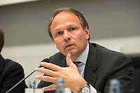 """26 MAR 2012, BERLIN/GERMANY:<br /> Dr. Eric Strutz, CFO Commerzbank, Kongress der CDU/CSU-Bundestagsfraktion """"Krisen vorbeugen - Finanzaufsicht staerken"""", Sitzungssaal CDU/CSU-Bundestagsfraktion, Deutscher Bundestag<br /> IMAGE: 20120326-01-073"""