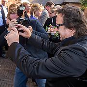 NLD/Laren/20130103 - Huwelijk Laura Ruiters, trotse Marco borsato maakt foto's