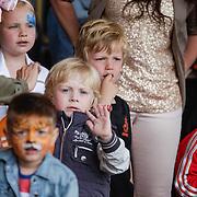 NLD/Amsterdam/20120604 - Vertrek Nederlands Elftal voor EK 2012, kinderen
