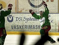 Ishockey<br /> GET-Ligaen<br /> 14.02.08<br /> Askerhallen<br /> Frisk Asker Tigers - Vålerenga VIF<br /> Cam Abbott jubler for sin 2-0 scoring<br /> Foto - Kasper Wikestad
