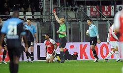 03-04-2010 VOETBAL: AZ - FC UTRECHT: ALKMAAR<br /> FC Utrecht verliest met 2-0 van AZ / Kevin Blom geeft Jacob Lenski (l) de rode kaart en een strapschop aan Moussa Dembele<br /> ©2010-WWW.FOTOHOOGENDOORN.NL