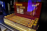 De wereldpremière van 'Legendary Trunks - The Exhibition' is te bewonderen in de Beurs van Berlage te Amsterdam. De tentoonstelling is een fascinerende reis door meerdere generaties van Louis Vuitton's baanbrekende, innovatieve werken die zich kenmerken door ongeëvenaard vakmanschap. Uit een selectie van 300  authentieke artikelen en koffers van Vuitton, waarvan de oudste stamt uit de jaren 1850, is de tentoonstelling van de meesterontwerper samengesteld.