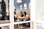 Milan, Bollate, InGalera Restaurant: Carlos serving table