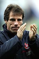 Fotball<br /> Serie A Italia  2004/05<br /> AC Milan Cagliari<br /> 19. februar 2005<br /> Foto: Digitalsport<br /> NORWAY ONLY<br /> Gianfranco Zola Cagliari
