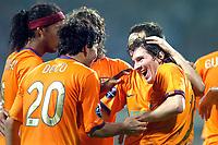 Fotball<br /> Foto: ProShots/Digitalsport<br /> NORWAY ONLY<br /> <br /> werder bremen - fc barcelona 27-09-2006 UEFA Champions League seizoen 2006-2007 lionel messi (rechts) ontvangt de felicitaties van o.a. ronaldinho en deco