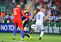 2016.06.20 Saint Etienne<br /> Pilka nozna Euro 2016<br /> mecz grupy B Slowacja - Anglia<br /> N/z Chris Smalling Joe Hart Robert Mak<br /> Foto Norbert Barczyk / PressFocus<br /> <br /> 2016.06.20 Saint Etienne<br /> Football UEFA Euro 2016 group B game between Slovakia and England<br /> Chris Smalling Joe Hart Robert Mak<br /> Credit: Norbert Barczyk / PressFocus