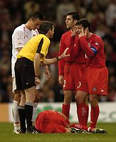 Fotball<br /> VM-kvalifisering<br /> Wales v Polen<br /> 13.10.2004<br /> Foto: SBI/Digitalsport<br /> NORWAY ONLY<br /> <br /> Wales v Poland. FIFA World Cup European Qualifying Group Six. Millenium Stadium. 13/10/2004.<br /> <br /> Gary Speed protests to refree, Alain Sars as Robbie Savage lies injured.