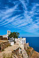 Grece, Cyclades, ile de Sifnos, chapelle surplombant la mer// Greece, Cyclades islands, SIfnos, chapel
