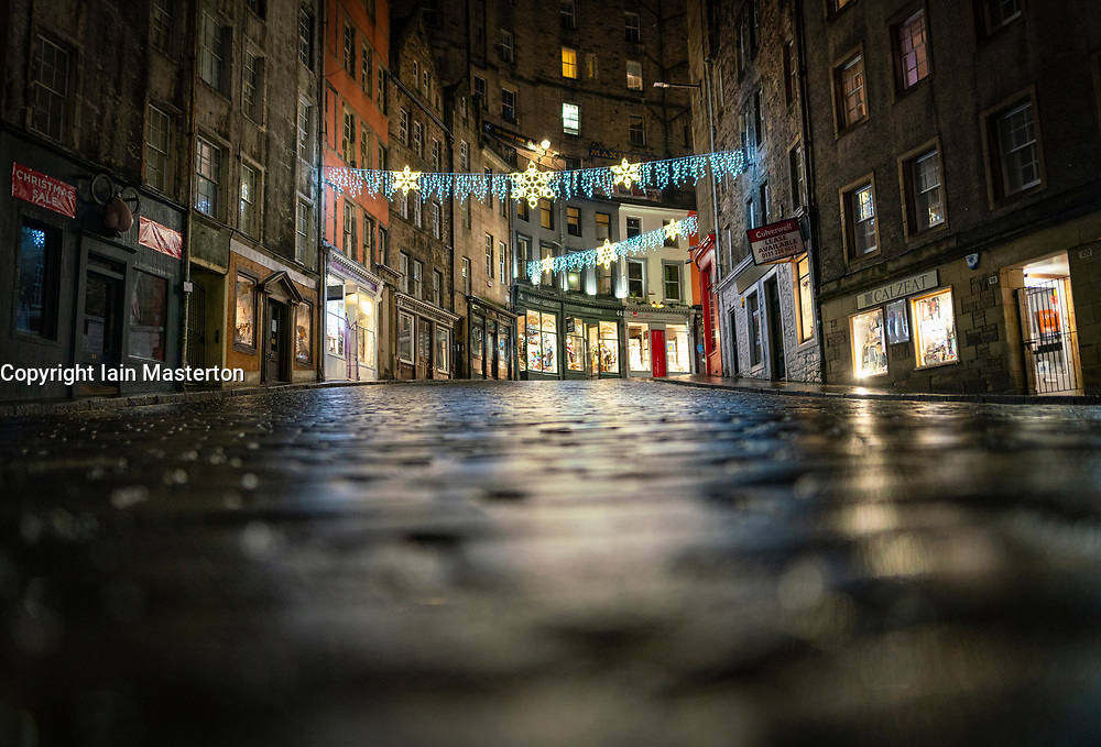 Edinburgh, Scotland, UK. 31 December 2020. Scenes of empty streets at night on Hogmanay in Edinburgh City Centre.Pre Covid-19 pandemic , the city was famous for its street entertainment on New Year's Eve and attracted many thousands of tourists every year to enjoy the New Year celebrations. Pic; Victoria Street in the Old town is deserted.  Iain Masterton/Alamy Live News