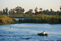Egypte, Haute Egypte, croisiere sur le Nil entre Louxor et Assouan, pecheur // Egypt, cruise on the Nile river between Luxor and Aswan, fisher